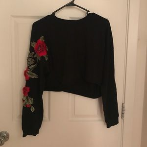 Flower patch sleeve crop top